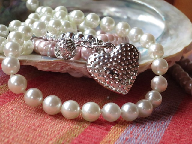 pearl necklace 914424 640